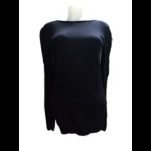 Női S-M-es fekete finomkötött pulóver , karján oldalt csipkebetéttel