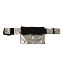 Fekete-ezüst jelmez öv, rajta kis táskával