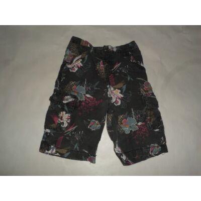 92-es fekete virágos lány short