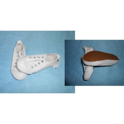 24-es fehér vászoncipő