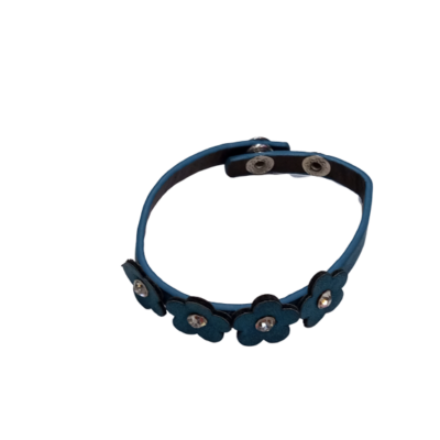Kék virágos bőr karkötő