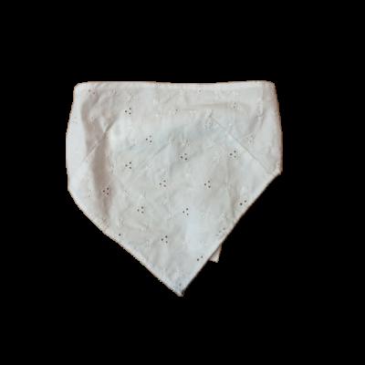 Fehér madeirás kendő