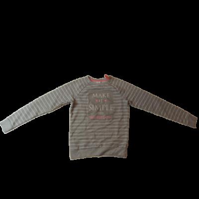 158-164-es szürke-fehér csíkos feliratos pulóver - Pepco