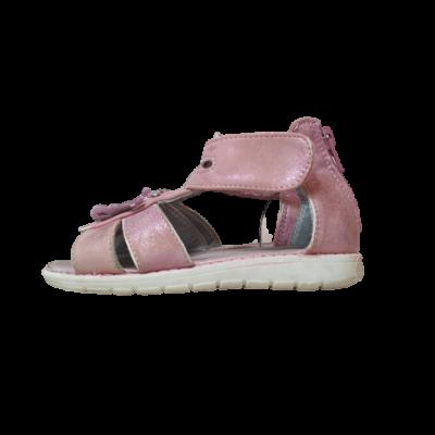 27-es rózsaszín pillangós szandál
