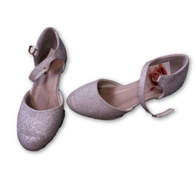 32-es ezüst pántos alkalmi cipő