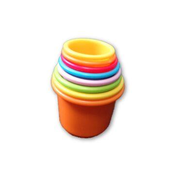 Egymásba vagy egymásra rakható pohár-építő