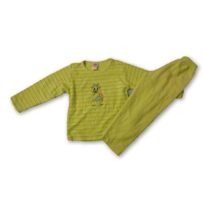 122-es zöld macis pizsama