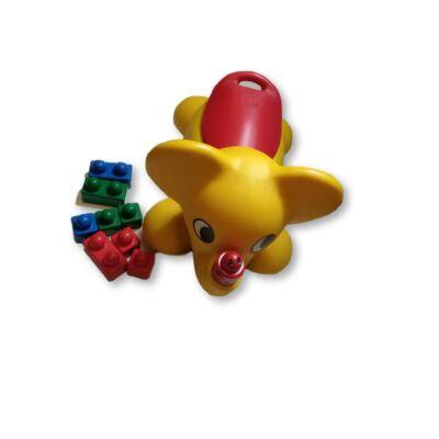 Lego elefánt építőelemekkel, bébitaxi