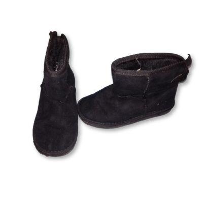 28-as fekete velúr szerű csizma