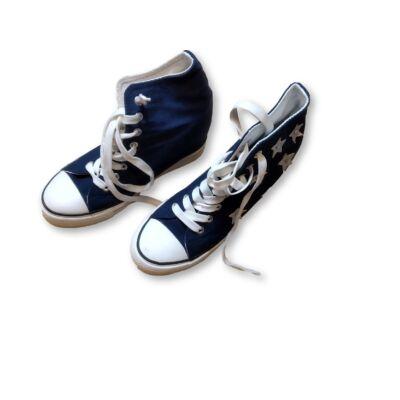 38-as belül magasított sarkú csillagos vászoncipő