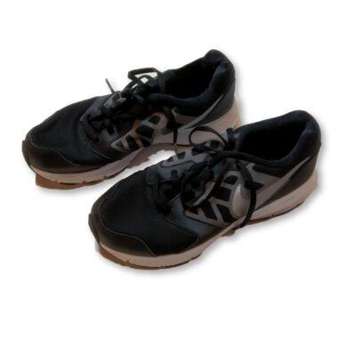 36-os fekete sportcipő - Nike