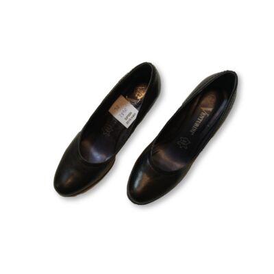 38-as fekete bőr magassarkú cipő - Venturini