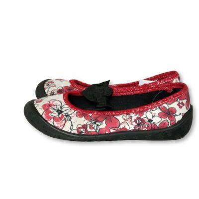 28-as piros-fehér virágos pántos vászoncipő