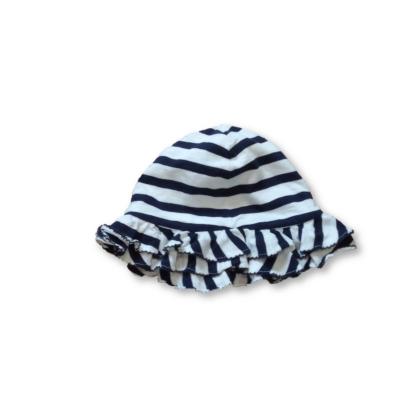 46 cm-es fejre fekete-fehér fodros nyári pamut kalap