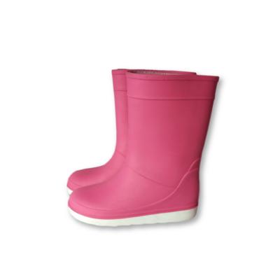 26-os pink gumicsizma