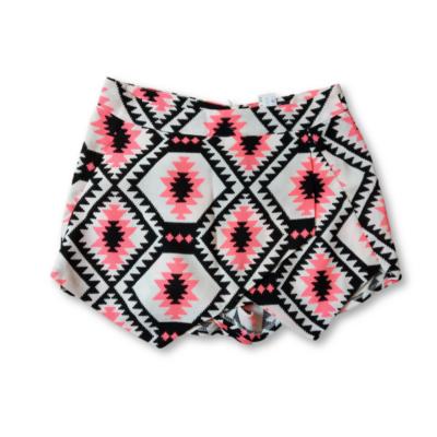 152-158-as fehér alapon fekete-pink mintás short-szoknya - New Look